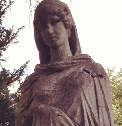 Heolise statue 2