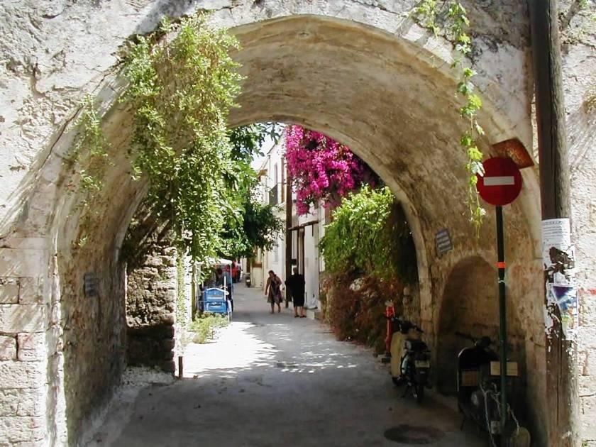 Street scene in Rethymnon 3