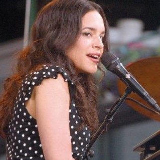 Nora Jones piano image (2)