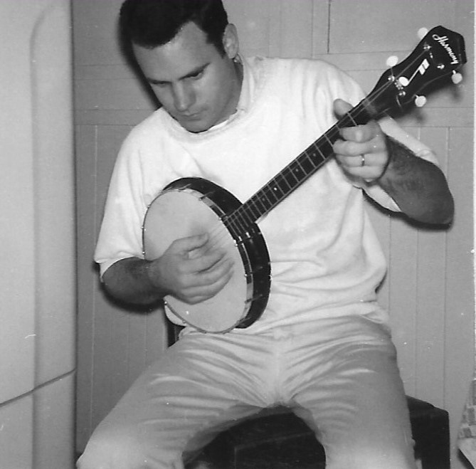 This image has an empty alt attribute; its file name is san-francisco-1966-bill-with-banjo-2.jpg